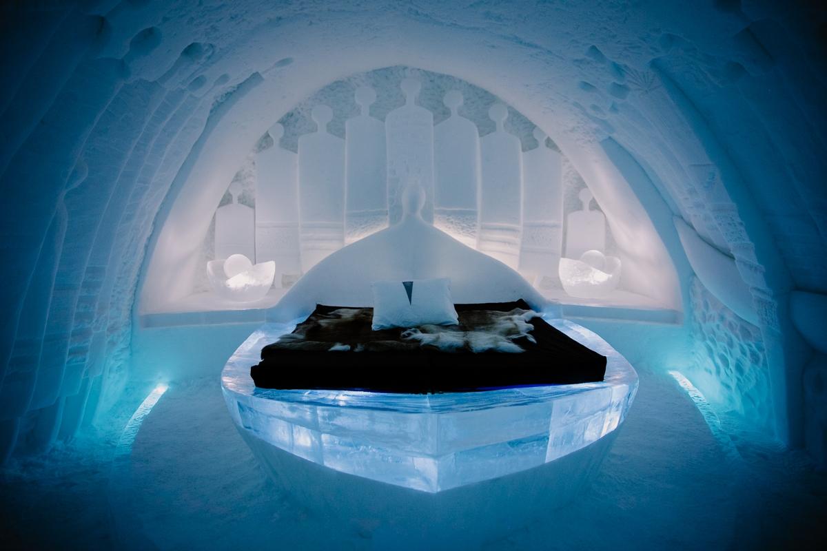 Jukkasjärvi icehotel sweeden room boat