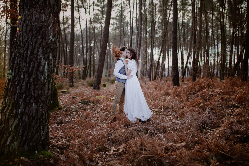 elopement forest france couple